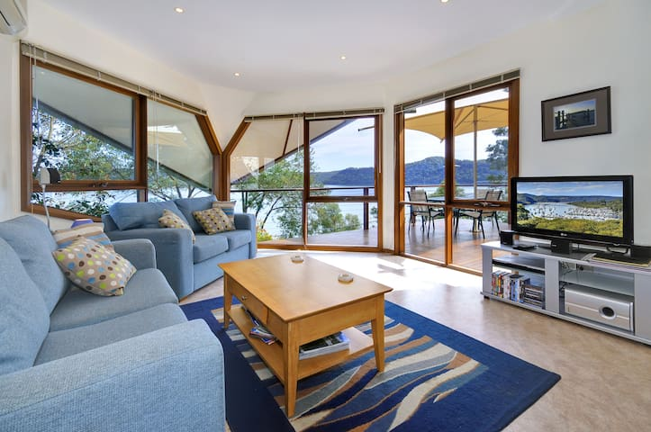 Lounge room with views, Foxtel TV & stereo