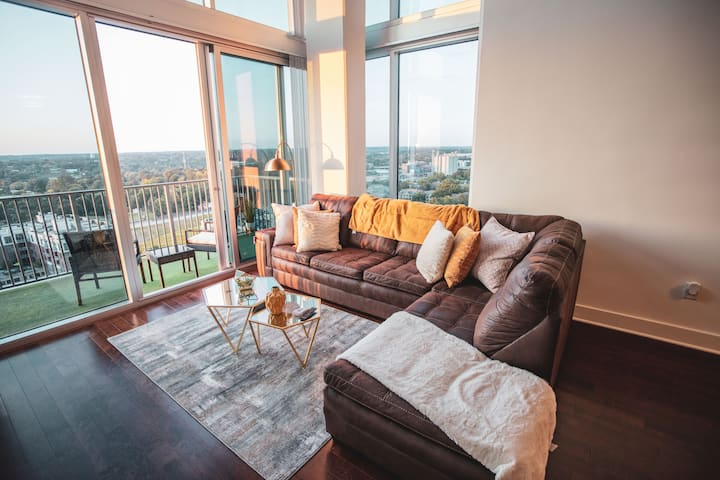 Loft With Breathtaking Views, Best Location Uptown