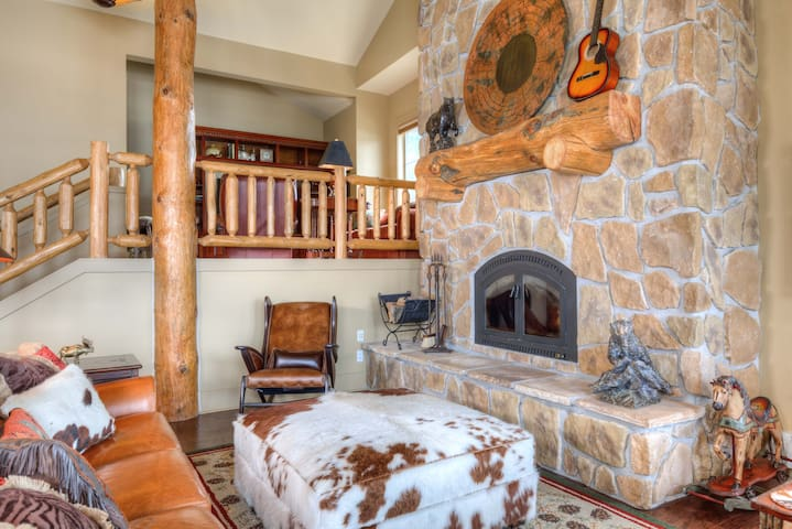 Luxurious Mountain Townhome in Big Sky meadow