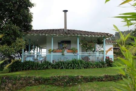 Una acogedora casita de campo cerca de Medellín - Retiro - Hus