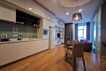 Kitchen&dinning table 厨房及餐桌