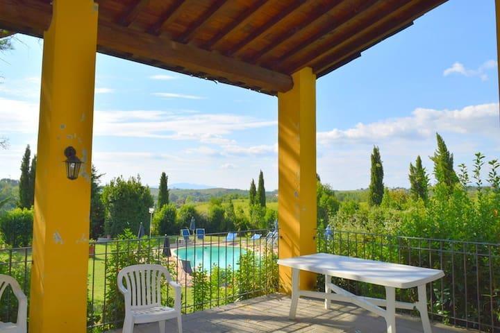 Maison de campagne confortable avec piscine à Vinci