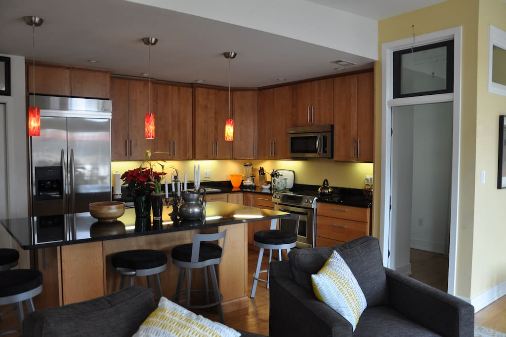 Eat in kitchen seats 10