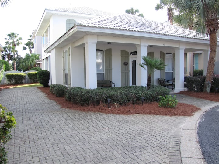 Shore Beats Work*3BR/3BA*Sleeps 11*Walk to the Private Beach*Nicely Upgraded!