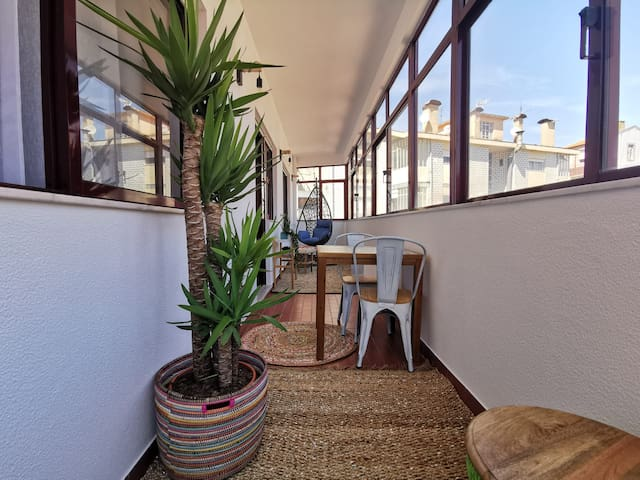 1BR flat with parking and sunroom @ Porto