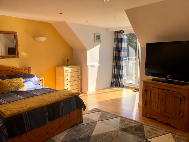 En-suite double bedroom private entrance balcony