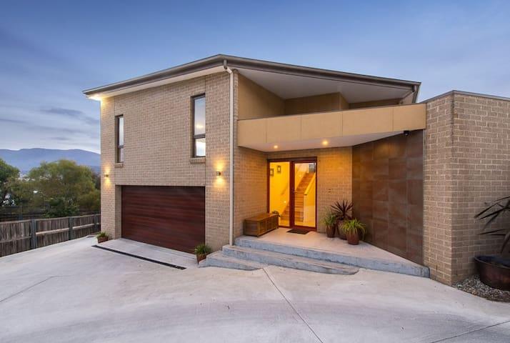 Bellerive, Hobart: Modern Private Quiet Convenient - Bellerive - Huis