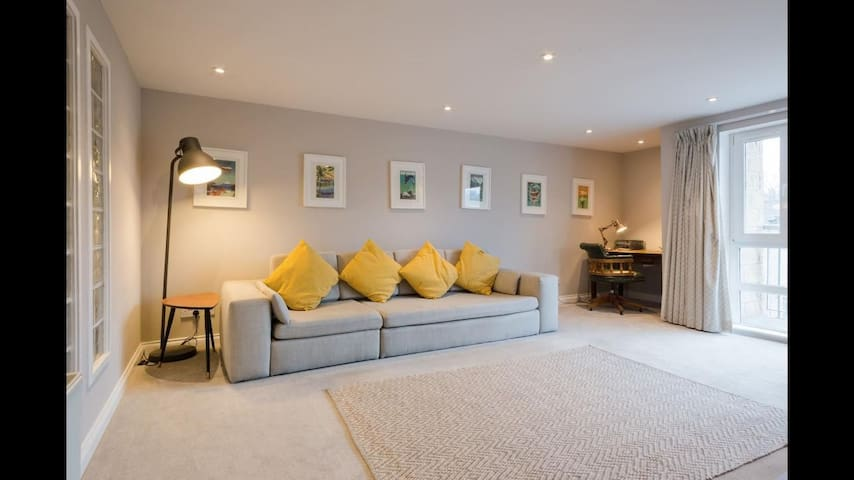 Lovely 2-bedroom with gym, parking and garden