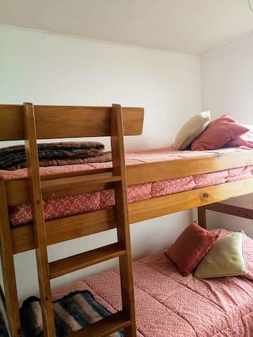 Dormitorio 2 con litera una plaza