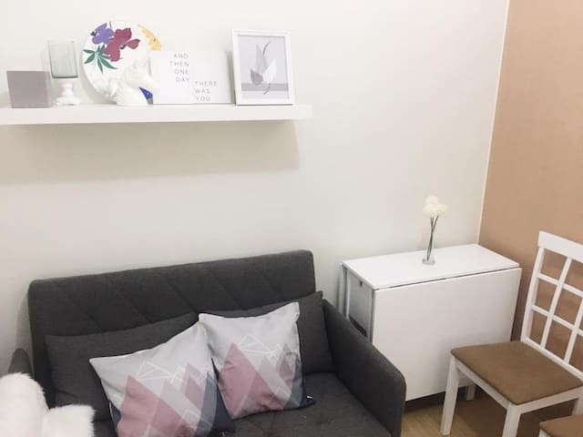 Fully-furnished 1BR in QC