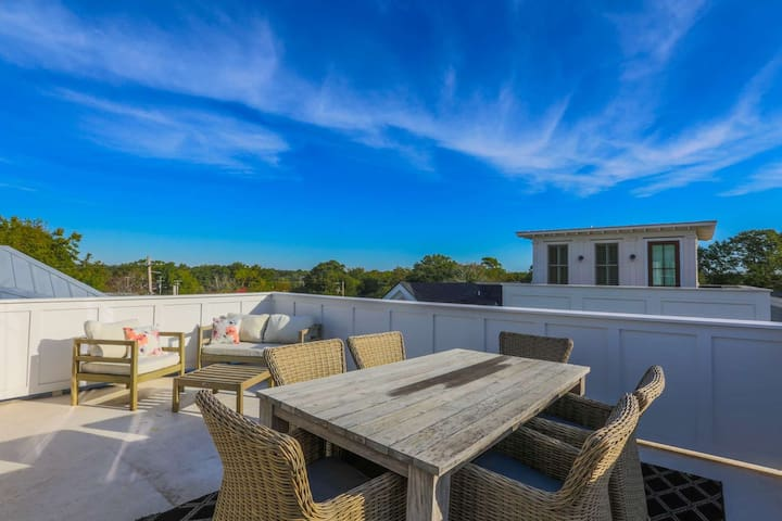 Rooftop deck w/panoramic views; walk to shops, bars & restaurants or enjoy our high end kitchen!