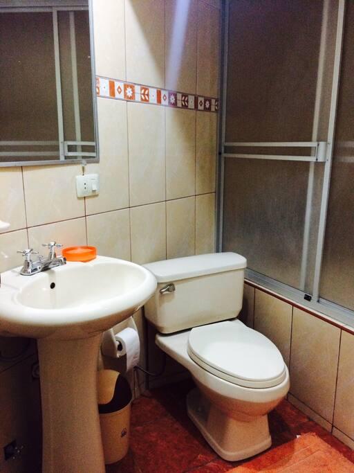 Baño privado con ducha.