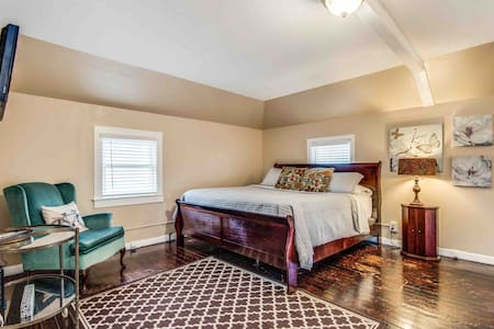 Blarney Loft- king bed, twin rollaway, dining room table and private balcony area