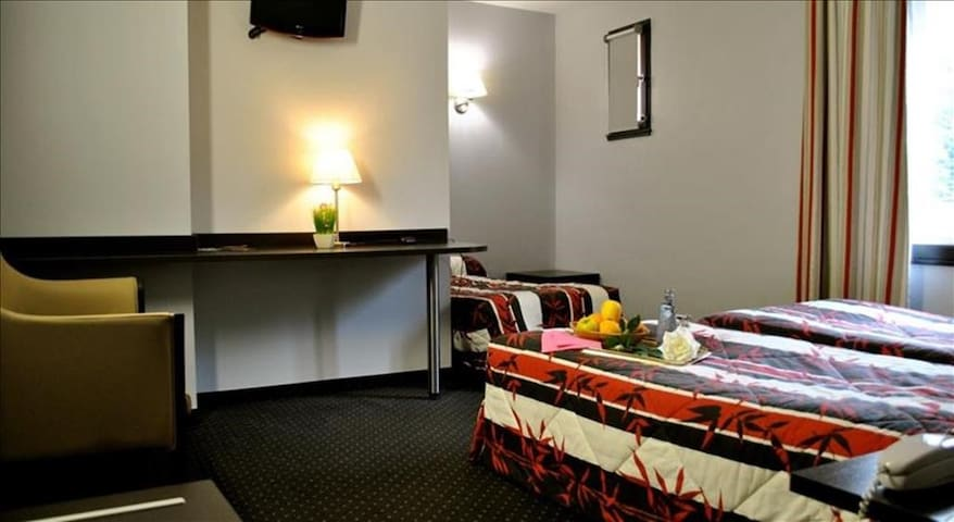 Room 3 pax with parking free near Sanctuary