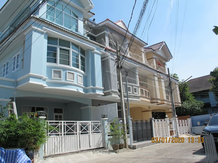 HOUSE 3 BEDROOM (FREE WIFI LAUNDRY MICROWAVE TV)