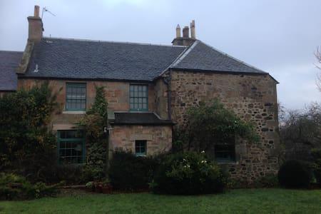 Edinburgh farmhouse 2nd bedroom - private room(s) - Midlothian - Dům