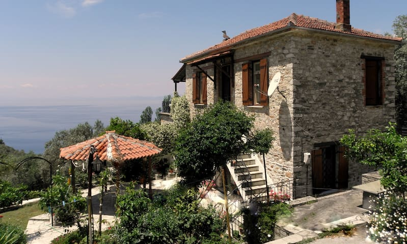 Tsorni Hill Cottage S