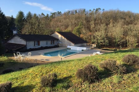 Big old house swimming pool &forest - Brantôme - 独立屋