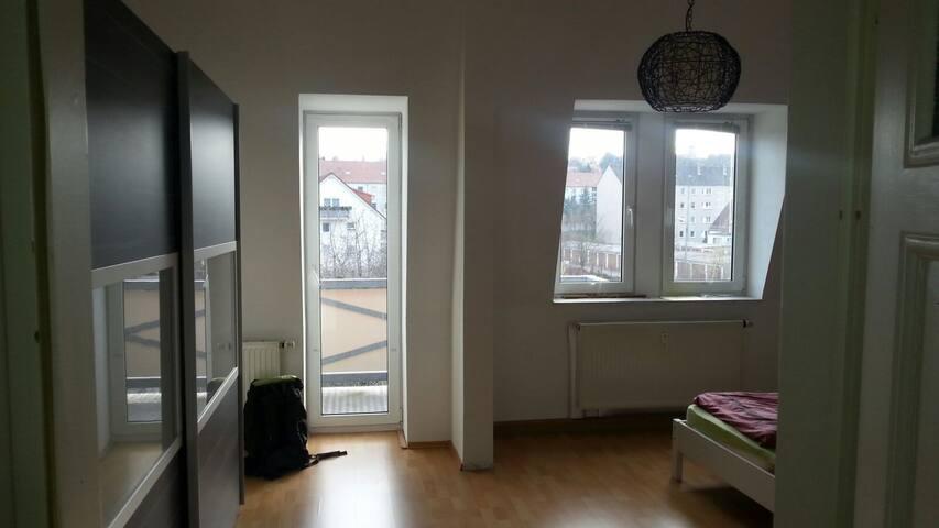 Schöne große Wohnung, viele Schlafmöglichkeiten - Naumburg (Saale) - Квартира
