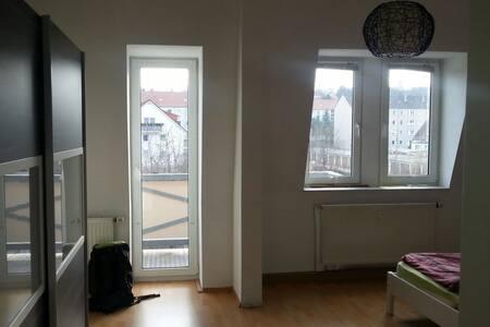 Schöne große Wohnung, viele Schlafmöglichkeiten - Naumburg (Saale) - Departamento