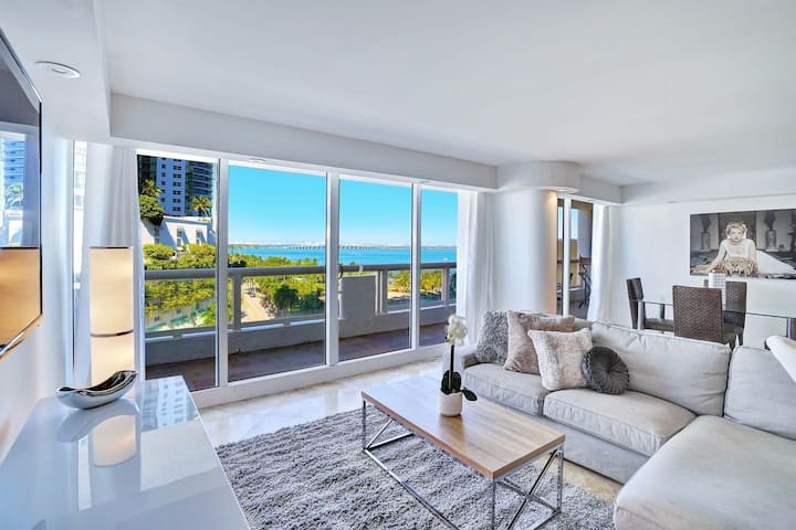 1051 Paradise Point (3 bedrooms)