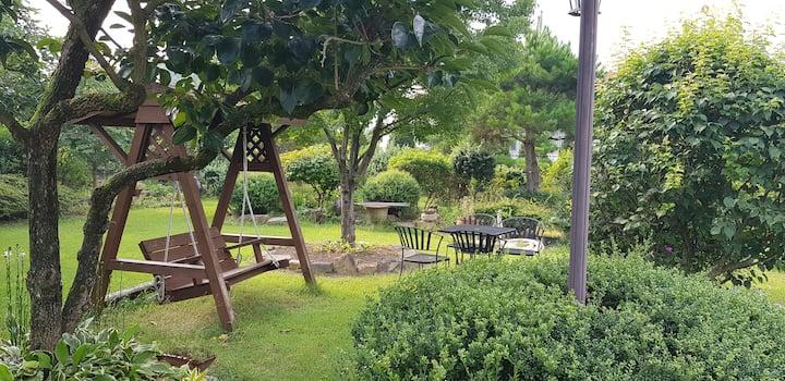 한적한 시골 전원주택에서 가족 또는 연인과  조용한 휴식을 즐길 수 있는 유일한 선택!
