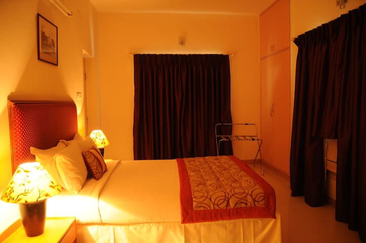 Luxurious Stay in Mylapore Queen Bedroom 4 of 6