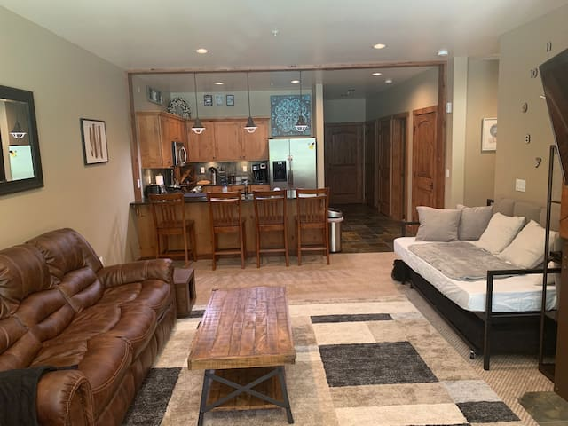 2 bed 2 bath Ground Floor Condo @ Silver Mountain!