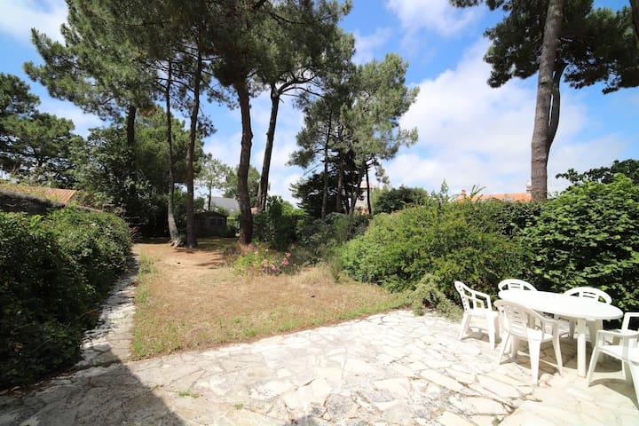 Plages & Centre à Pied avec un Magnifique Jardin !