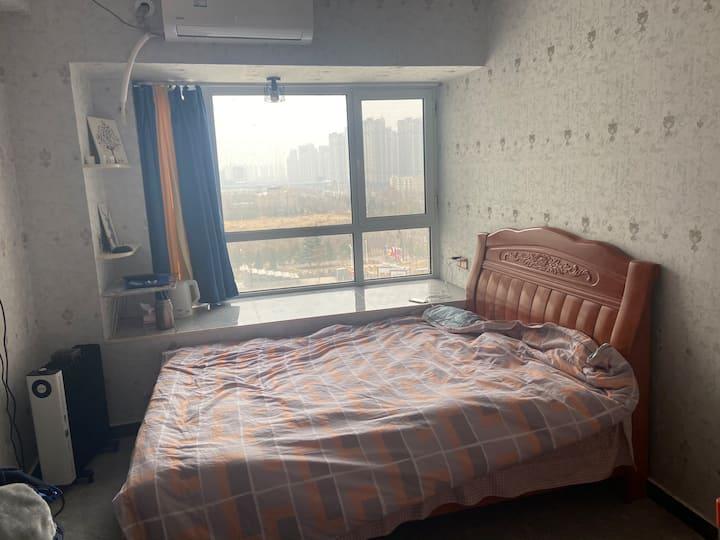 郑大博士后公寓,楼下就是地铁站,空调暖气和网络全都有。