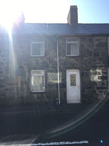 36 manod road holiday cottage