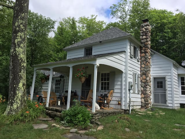 Odd West Acres - Livingston Manor