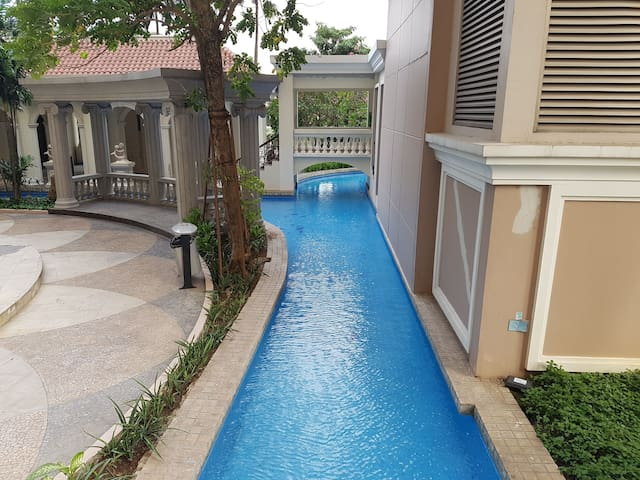 Very large and several types of swimming pools