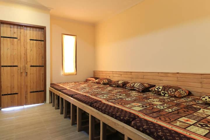 Modern Dorm Room 10 Pax at IMK Inn by Obech