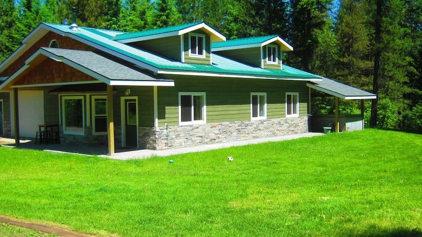 Basecamp Cda, Your 20 Acre Vacation Paradise - Post Falls - House