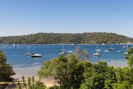 Spectacular Pittwater Bay views and Ferry access! - Church Point - บังกะโล