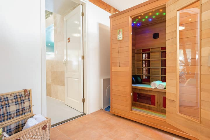 Paradiasical Apartment in Lutjewinke with Pool, Sauna, Patio