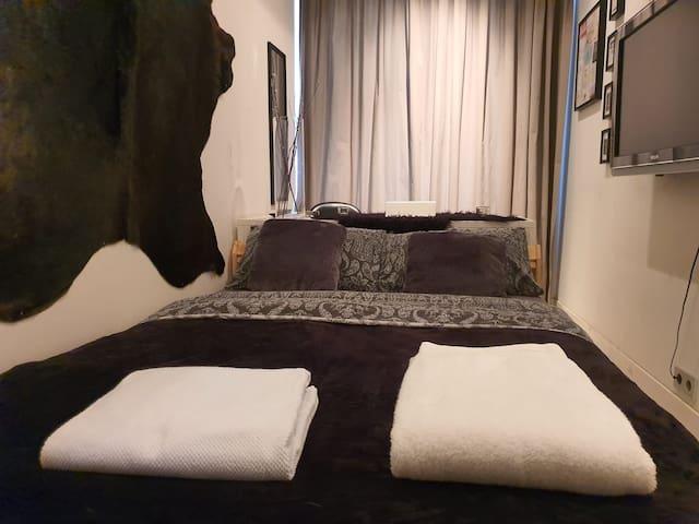 NICE PRIVATE BEDROOM IN JORDAAN AREA