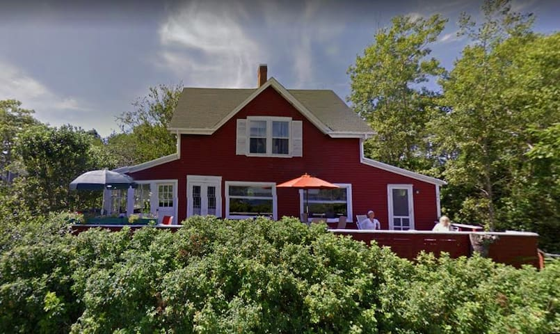 The Red House- Victorian cottage with Ocean Views