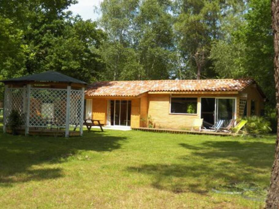 Piscine interieure priv e 29 avec spa baln o 37 guest houses louer hourtin aquitaine - Airbnb piscine interieure ...