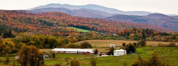 Peaceful & Cozy Farmhouse Near Jay Peak & Sutton