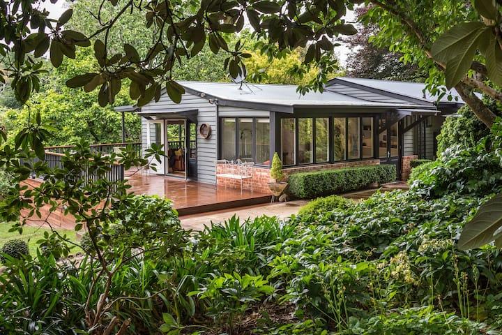 Magnolias on Mernda - Your Own Peaceful Retreat