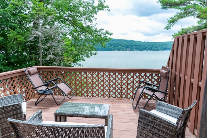 Tranquil Fall Lakefront Getaway