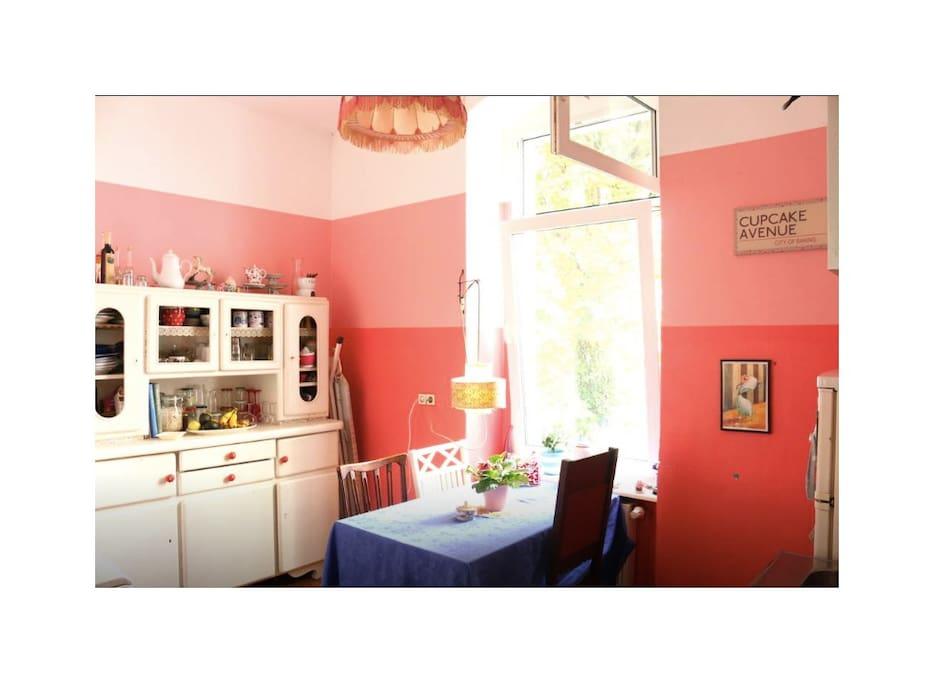 Wohnküche mit kompletter Ausstattung und Spülmaschine