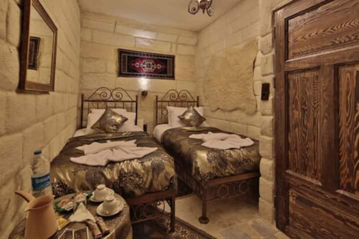 (202)Goreme Palace Cave Suit Standart Room 1 Adult
