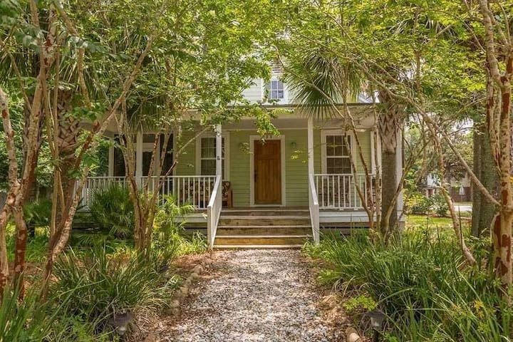 NEW THE MARKET~HISTORIC  COASTAL HOME MUST SEE