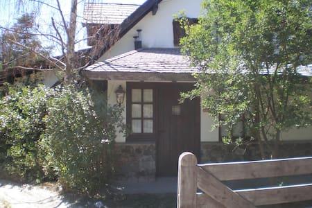 """ABEDULES "" Típica casa cordillerana en Angostura - Villa La Angostura"