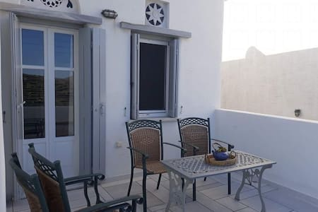 Traditional Cyclades Home in Pyrgos