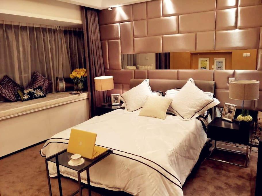 我想人生最幸福的事情,就是推开门看见舒适的大床,卸下一天的疲惫,跟爱的人说晚安