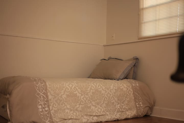 20% off (Private Room)10 min from Downtown Atlanta
